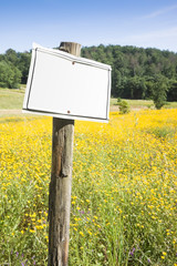 Sign indicating in the countryside