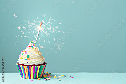 Foto Spatwand Koekjes Celebration cupcake with sparkler