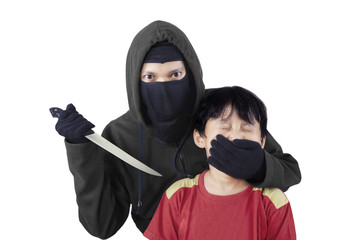 Child kidnapping by threatening 1