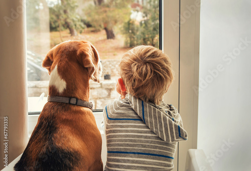 Leinwanddruck Bild little boy with best friend looking through window