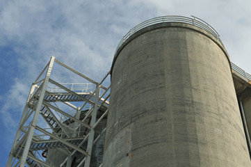 Concrete cooling tower