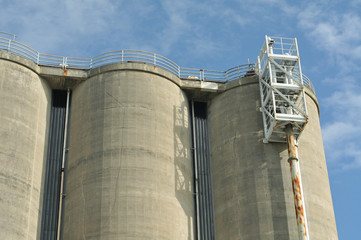 Concrete cooling towers