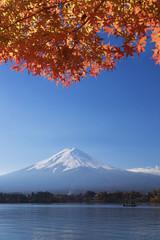 [秋の富士山]紅葉と河口湖湖畔-412