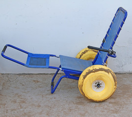 wheel chair with wheels with rubber tires to go in the sea