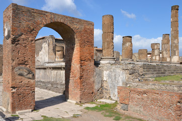 Arch of Augustus and Temple of Jupiter, Pompeii