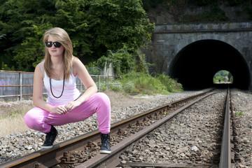 Jeune fille rebelle (rails)