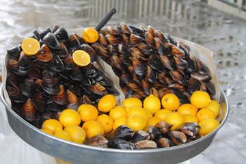 mussels with lemon, street food in Istanbul