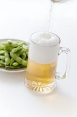 ビール 枝豆 注ぐ