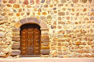 Almodóvar del Campo, puerta de iglesia, mampostería