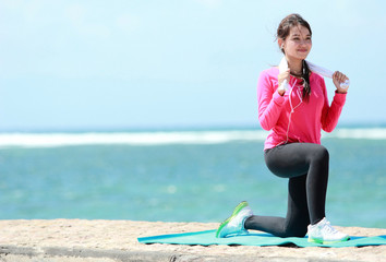 girl doing workout in the beach