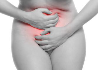 Frau mit Magenkrämpfen