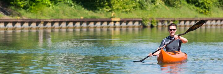 paddler auf dem kanal