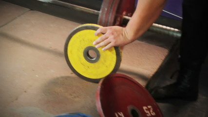 Worn wheels on the barbell training dumbbell