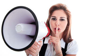 Junge Geschäfts Frau mit Megafon als Flüstertüte