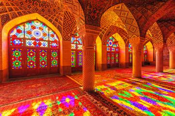 Widok wnętrza Nasir Al-Mulk Meczet w Sziraz, Iran