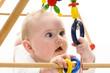 Leinwanddruck Bild - Baby mit Greifspielzeug
