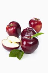 Vier rote Äpfel, Ganz, Hälfte