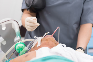 anesthesia nurse use suction suck sputum in oral cavity