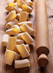 paccheri di semola di grano duro, tradizionale pasta napoletana
