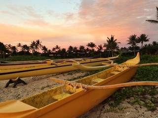 boats in sunset on the beach in Hawaii, 4 seasons
