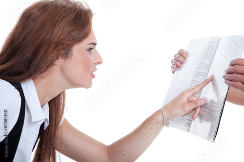 canvas print picture Frau sieht schlecht und kneift Augen beim Lesen zusammen
