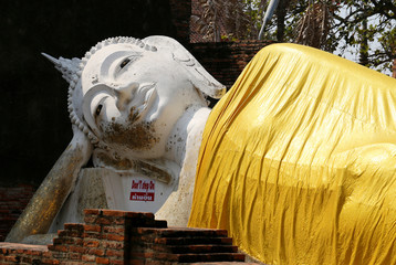 figure large reclining Buddha