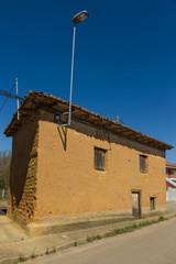 Casa Antigua de Adobe en Aldea