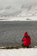 Hombre en Lago con Nieve