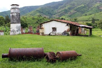Desechos de maquinaria industrial antigua