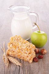 granola bar and apple