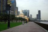 Fototapeta Chodnik w parku w Dubaju