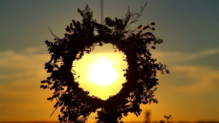 The sun shines through the wreath.