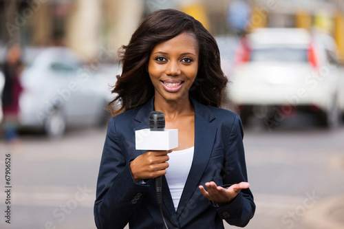 Leinwanddruck Bild african female news reporter in live broadcasting