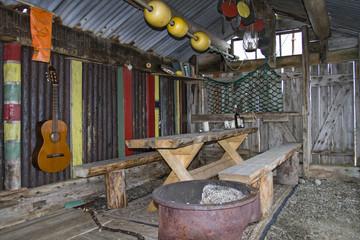 Rustikale Biwakhütte