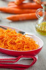 Carote crude grattugiate in insalata