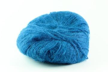 Gomitolo di lana blu soffice