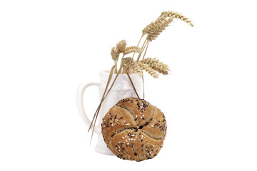 wholemeal buns and wheat cobs in jug