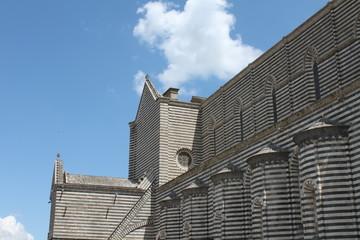 Duomo di Orvieto, righe in bianco e nero