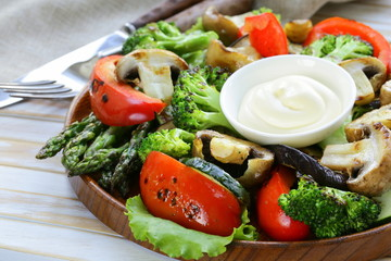 appetizer of grilled vegetables (peppers, asparagus, broccoli)