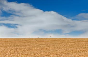 Windkrafträder hinter dem Horizont