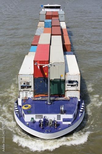 Binnenschiff auf dem Rhein