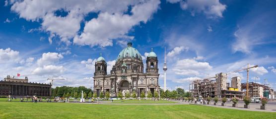 Berliner Dom & Fernsehturm television tower
