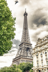Eiffell Tower between the palaces of Paris