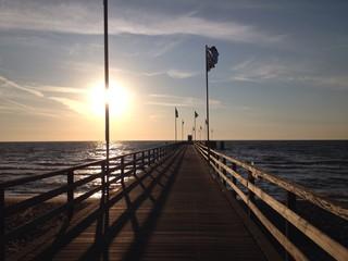 Seebrücke bei Sonnenaufgang