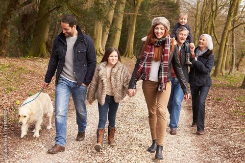 Leinwanddruck Bild Multi Generation Family On Countryside Walk