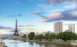 Crépuscule sur la Tour Eiffel, Paris.