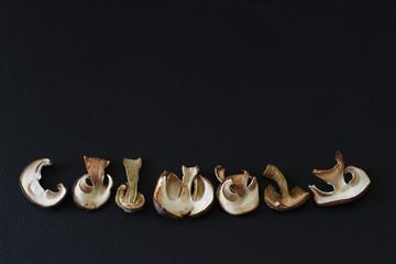Kante mit getrockneten Pilzen