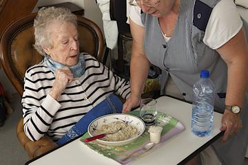 Troisième age - aide au repas