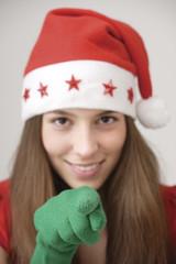 Junge Frau (16-17) trägt Hut und Handschuhe Sankt und zeigte