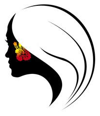 jeune fille à la fleur d'hibiscus